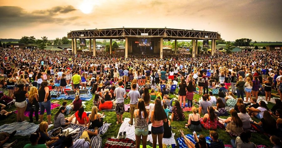 A+summer+concert+at+the+Ruoff+Center.+Photo+from%3A+https%3A%2F%2Fdo317.com%2Fvenues%2Fruoff-home-mortgage-music-center